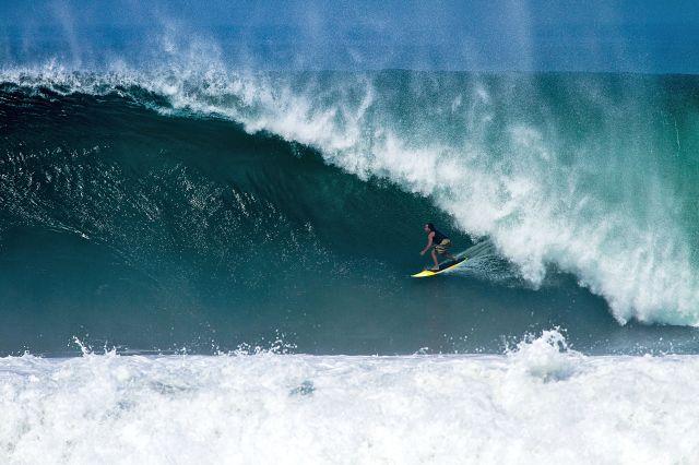 Surfista Pedro Manga. Local Pascuales - MEX. Fotógrafo Leon Legot
