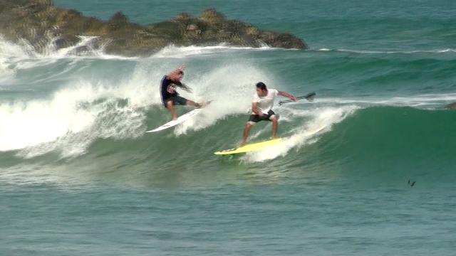 Thiago Rausch e Alexandre Takeo. La Punta, Puerto Escondido - México. Imagem: Ida Karine