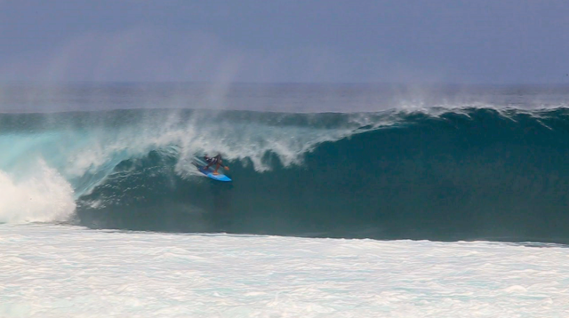Surfista: Peterson Marchese - Local: Grower, Desert Point, Indonésia - Cinegrafista: @thouseofdays