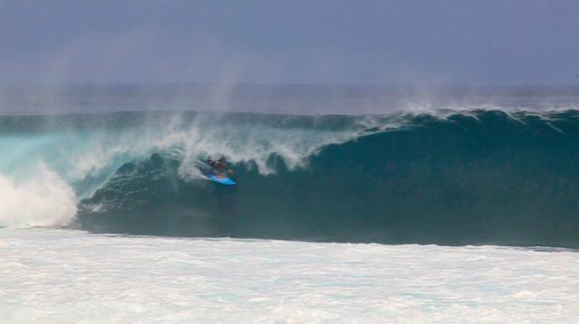 Surfista: Peterson Marchese - Local: Grower, Desert Point, Indonésia - Cinegrafista: @thouseofdays