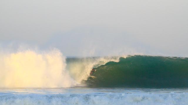 Surfista: Nelson Pinto - Local: Puerto Escondido, México - Cinegrafista: Chyntia Ale