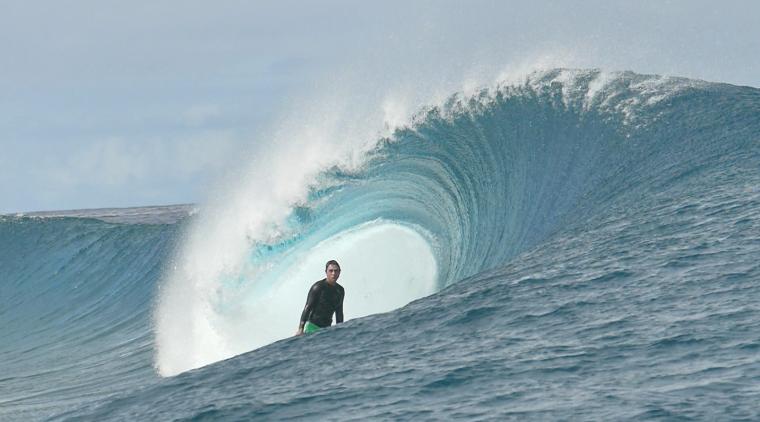 Surfista: Tiago Monteiro - Local: Teahupoo, Tahiti - Cinegrafista: Marcelo Pinto