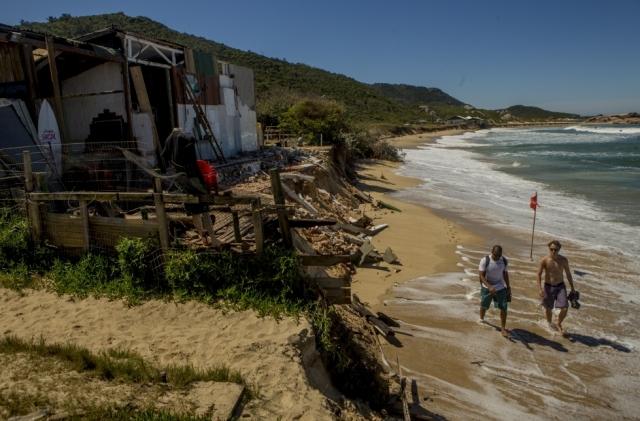 Praia Mole destruída